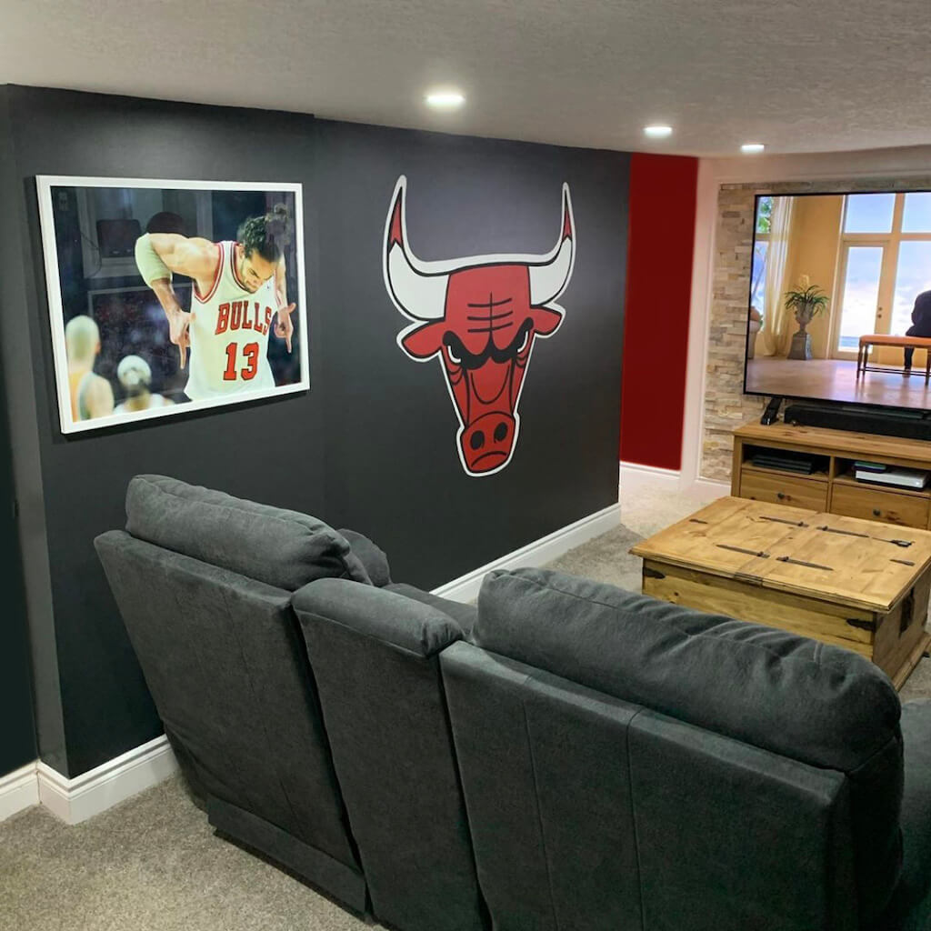 hand-painted chicago bulls logo